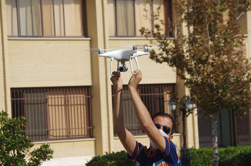 آموزش پرواز پهپاد کوادکوپتر فانتوم 4 پرو از روی دست