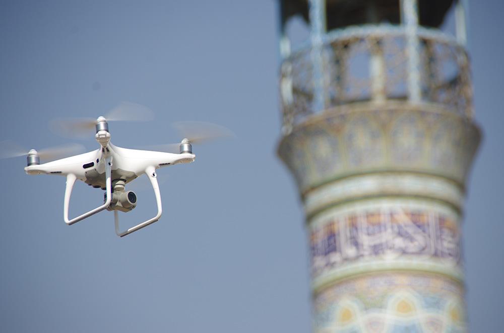 کوادکوپتر فانتوم 4 پرو با دوربین 20 مگاپیکسل مناسب برای نقشه برداری هوایی